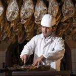 Reportaje cría del cerdo ibérico en dehesas y Bodega Cinco Jotas en Jabugo, España, 17 noviembre, 2015. Cinco Jotas fotografía/ LAURA LEÓN